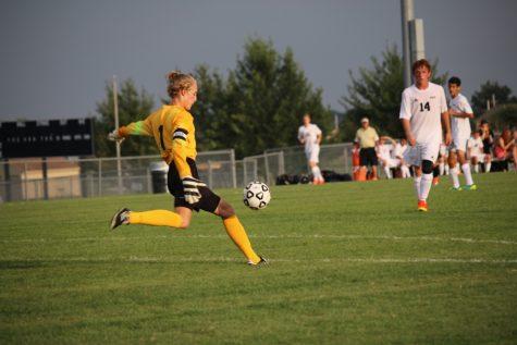 Boys Soccer_090116_ZoeyGreenberg0288