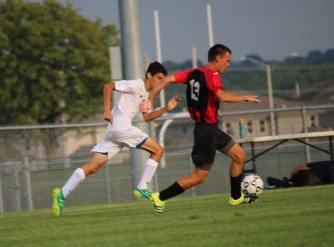 Boys Soccer_090116_ZoeyGreenberg307 2