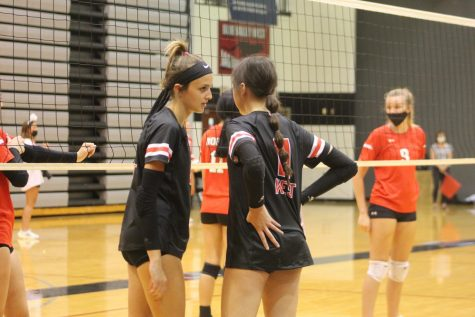Rinnah Roberts and Anna Davenport strategize in preparation for another point
